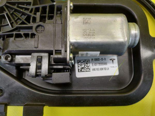 Стеклоподъёмник передней левой двери Tesla 3