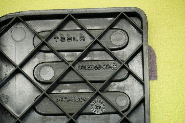 Панель для отдыха ноги водителя, левая {MS_MSR} Tesla Model S