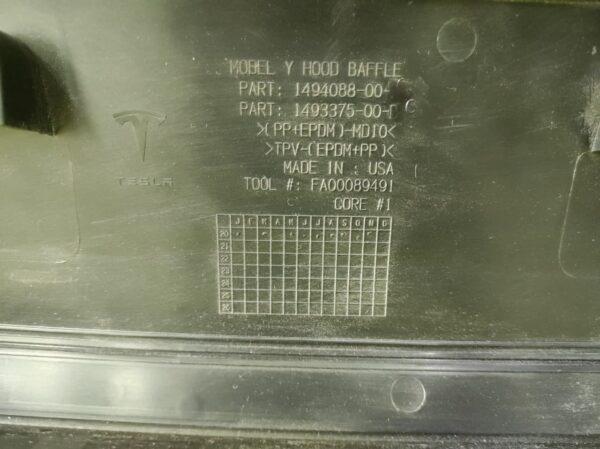 Накладка декоративная подкапотного бокса Tesla model Y
